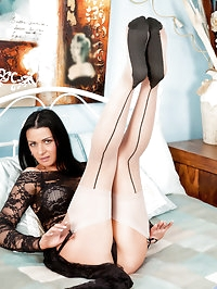 Lovable milf Sienna Richardson masturbates with her..