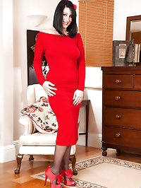 Experienced cougar Raven peels off her red dress exposing..