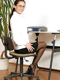 Sinful anilos milf linda brown strips down in the office..