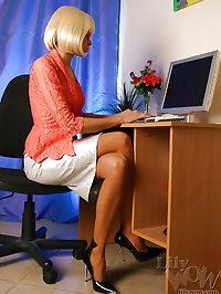 Sweet leggy secretary Milf in pantyhose