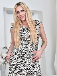 36 year old Brittany Bardot is a sexy mom who loves..