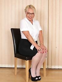 Hot Secretary Francesca Kitten