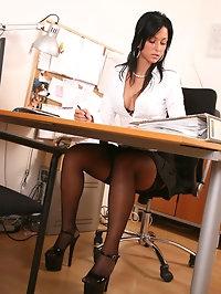 Leggy office slut Iris fucking her boss at work
