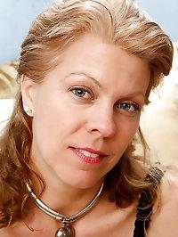 48 year old Lauren E from AllOver30 enjoying a little..